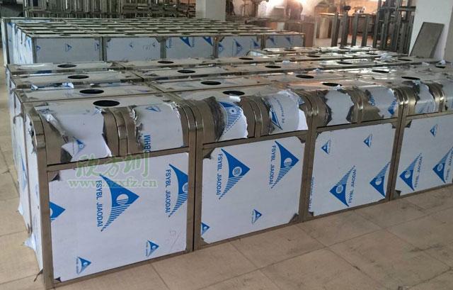 不锈钢分类环保垃圾桶工厂生产图