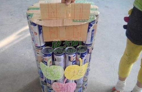 心灵手巧 社区废旧纸箱变身漂亮垃圾桶