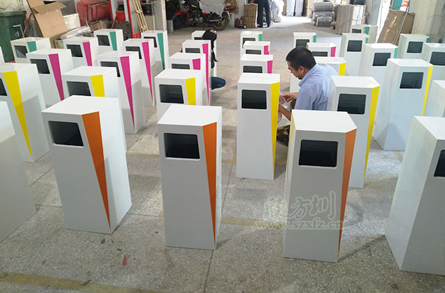四川成都中国铁建广场室内不锈钢垃圾桶工厂生产图