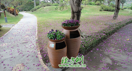 园林景区环保的选择,玻璃钢带花盆垃圾桶