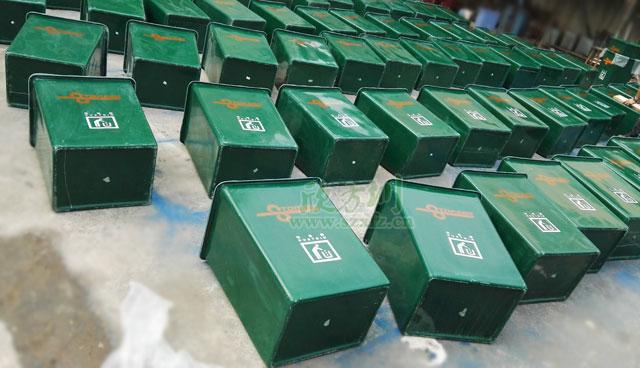 广东通驿高速服务区玻璃钢无盖垃圾桶厂家批量生产图