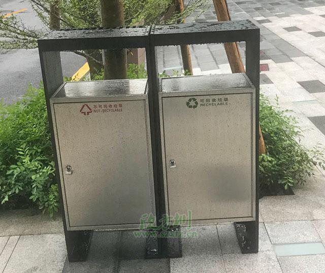 深圳小区户外摇盖不锈钢果皮箱摆放图