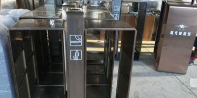 F330商场jing区户外钢zhi分lei垃圾桶