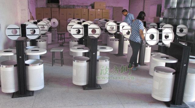 钢制烤漆户外垃圾桶为贵州贵阳楼盘环卫做贡献