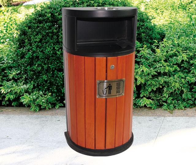 户外靠墙式钢木单桶垃圾桶户外摆放效果图