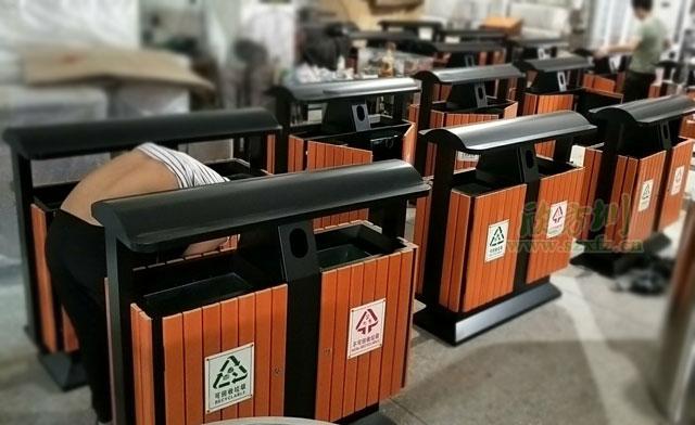 户外钢木垃圾桶投放清洁深圳大鹏最美海岸线
