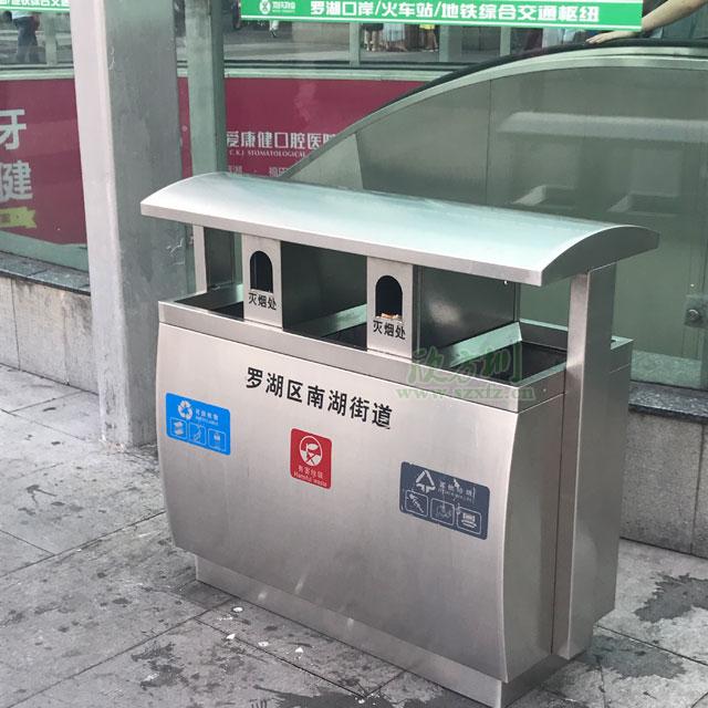深圳罗湖火车站不锈钢三分类垃圾桶摆放图