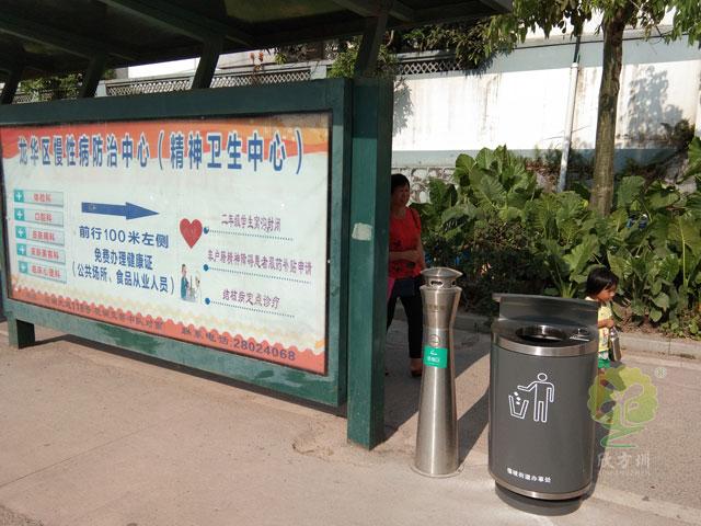 shi政daolu其他la圾shoujirong器-其他la圾桶hu外公交站bai放实景图