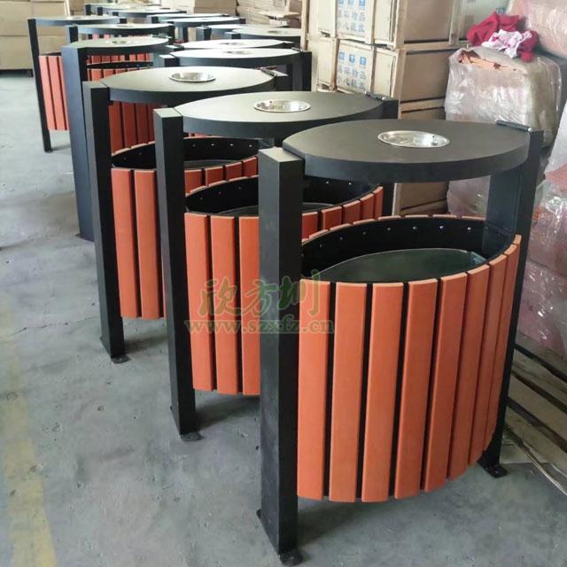 户外景区单桶钢木垃圾桶工厂生产图