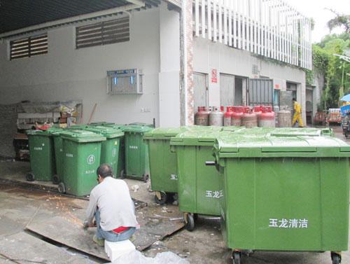 """""""我们的垃圾容器房,是青岛市乃至山东省农村"""