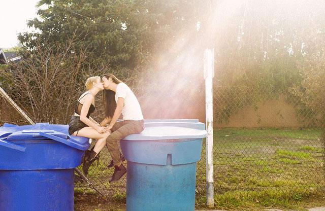 新员工亲吻垃圾桶这是什么企业文化?